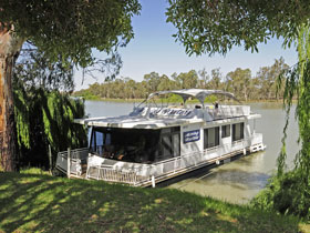 Moving Waters Self Contained Moored Houseboat - Lismore Accommodation
