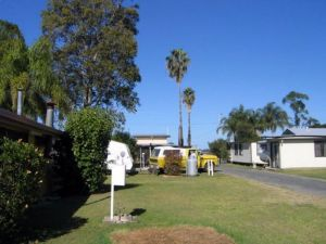 Browns Caravan Park - Lismore Accommodation