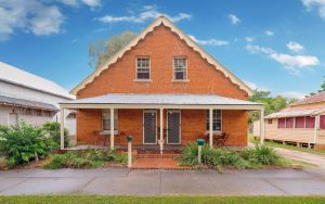 Eliza 1875 Red Brick Duplex Townhouse - Lismore Accommodation