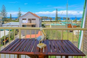 12 Kingsway Ocean View - Lismore Accommodation